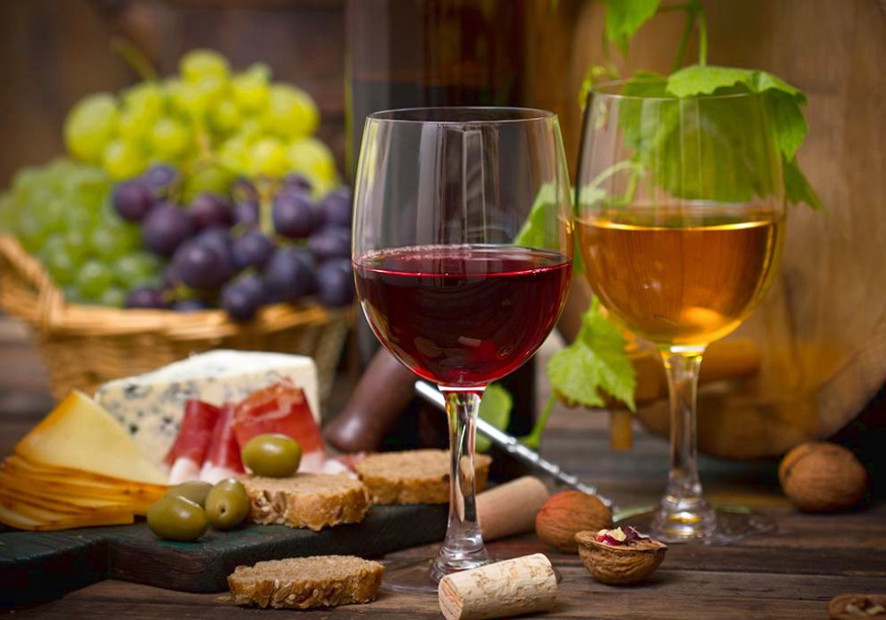 3 THE RULES FOR A PERFECT HAPPY HOUR Good food and good wine